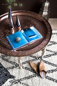 beni ouarain moroccan rug and souk-style details Moroccan Art, Moroccan Theme, Moroccan Interiors, Moroccan Design, Moroccan Style, Morrocan Table, Modern Moroccan, Marrakech, Style Marocain