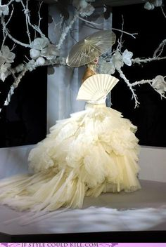 Dior Haute Couture by John Galliano John Galliano, Galliano Dior, Dior Haute Couture, Couture Fashion, Timeless Fashion, Vintage Fashion, Vintage Dior, Vintage Hats, 1950s Fashion