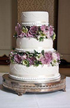 Pièce montée, gateau de mariage fleuri tons vert & mauve