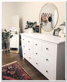61 minimalist bedrooms ideas with cheap furniture 8 - Innenausstattung - Apartment Decor Simple Bedroom Decor, Room Ideas Bedroom, Modern Bedroom, Contemporary Bedroom, Master Bedroom, Cheap Bedroom Ideas, Simple Bedrooms, Scandinavian Style Bedroom, Bedroom Inspo