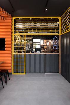 mode:lina fills burger bistro in Poznan with 300 PVC pipes - Archlovin' Bistro Interior, Restaurant Interior Design, Cafe Interior, Shop Interior Design, Cafe Design, Retail Design, Store Design, Restaurant Counter, Design Industrial