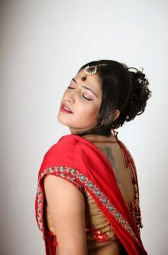 Hari Priya Hot Expression