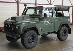 Land Rover Defender 90 nice touches with the light covers and toolbox mounted on hood Landrover Defender, Defender 90, Land Rover Pick Up, Land Rover Off Road, Adventure Car, Best 4x4, Tata Motors, Offroader, 4x4 Trucks