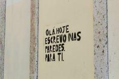 Uma parede solitária em Lisboa. | A lonely wall in Lisbon.