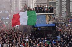 Italy National Football Team, Italy Soccer, International Football, Fifa, Basketball Court, Sports, Scrapbooks, Italia, Europe