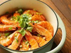 鑄鐵鍋最適合用在燉煮類料理,拿來煲粉絲再適合不過 更多食譜請見《家樂福官網/家樂福廚房》 http://www.carrefour.com.tw/recipes