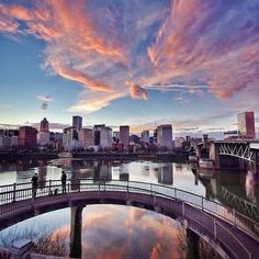 We wish some days would never end... #OutlineTheSky #CoverTheCountry #RepYourCity #CitiesNeverSleep #PortlandSkyline #PDX #Portland Photo: @gemini_digitized