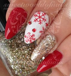 20 Red Snowflakes water decals in different sizes to fit all your nails!