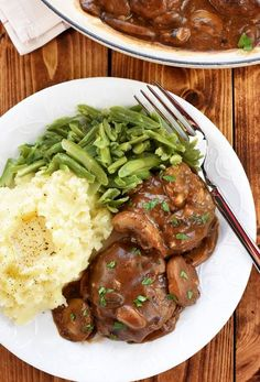 Easy Beef Patties with Mushroom Gravy -- AKA, mini Salisbury steaks in a rich gravy loaded with fresh mushrooms -- make a classic, comforting dinner! Beef Recipes For Dinner, Steak Recipes, Potato Recipes, Vegetarian Recipes, Easy Recipes, Curry Recipes, Soup Recipes, Salisbury, Steak And Mashed Potatoes