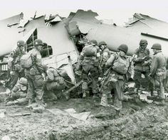 US Airborne. This is a nice reproduction of an original WWII photograph showing US Airborne Divison glider troops salvaging gear from one of thier gliders that has crash landed during Operation Market Garden in September Operation Market Garden, Military Photos, Military History, 101st Airborne Division, Bagdad, History Online, Band Of Brothers, Paratrooper, Le Far West