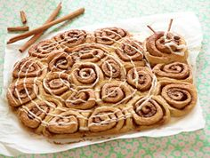 Hvis der skal bages kanelsnegle til mange børn, er det et stort hit at bage dine kanelsnegle sammen, så de danner en figur