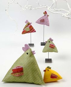 Tuto pour faire les poules : http://www.creativitydirect.co.uk/idea/12225-angular-chickens.aspx