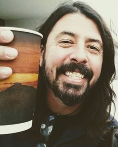 """243 Me gusta, 1 comentarios - Dave Grohl Fan Page (@discogrohl) en Instagram: """"One year ago today Hope everyone's having a good Monday☕️ . . : Jey Martz . . . . . . . . . . .…"""""""
