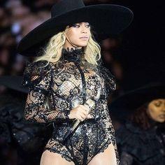 Beyonce wears custom Vex latex body