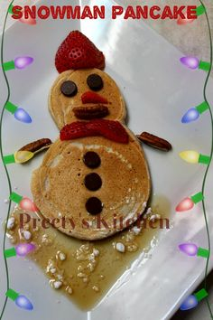 How To Make Adorable Snowman Pancakes Freeze Pancakes, Breakfast Pancakes, Beef Recipes, Soup Recipes, Vegetarian Recipes, Coconut Whipped Cream, Banana Slice, Christmas Breakfast, Chocolate Syrup