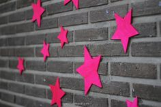 Decora tu fiesta neón con estrellas en la pared / Decorate your neon party with stars on the wall