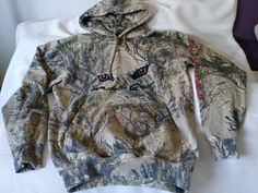 CABELAS PREDATOR QUEST 3D OPEN COUNTRY PULLOVER HOODIE SWEATER SZ MED #Cabelas Sweater Hoodie, Pullover, Coyote Hunting, Predator, 3d, Hoodies, Country, Sweaters, Fashion
