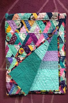 scrappy quilt baby Scrappy Baby QuiltYou can find Scraps quilt and more on our website Scrappy Quilt Patterns, Patchwork Quilting, Scrappy Quilts, Easy Quilts, Quilt Blocks, Crazy Quilting, Amish Quilts, Hexagon Quilt, Hand Quilting