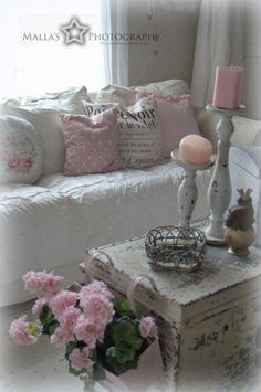 Shabby Chic Interior Design Ideas For Your Home Shabby Chic Living Room, Shabby Chic Interiors, Shabby Chic Bedrooms, Shabby Chic Cottage, Vintage Shabby Chic, Shabby Chic Homes, Shabby Chic Furniture, Shabby Chic Decor, White Cottage