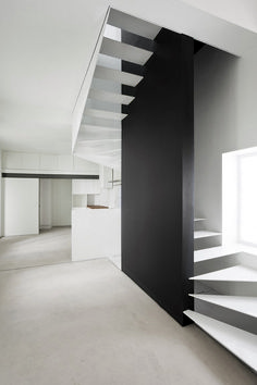 These days, a concrete staircase is really famous for a modern house. The design of staircase with its concrete material is simple and easy to make. It is another option for you who want to design you Interior Staircase, Staircase Design, Staircase Ideas, Architecture Design, Casa Patio, Stair Handrail, Railings, Modern Stairs, Stair Steps