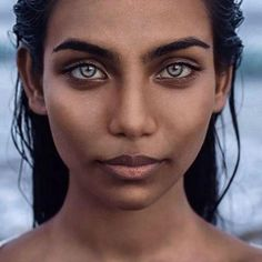 The strange death of Raudha Athif the famous model in networks for her incredible eyes Pretty Eyes, Cool Eyes, Pretty People, Beautiful People, Photographie Portrait Inspiration, Stunning Eyes, Dark Skin, Eye Color, Portrait Photography
