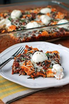 This Bubble Up Lasagna Bake is a great way to get the saucy, meaty, cheesy flavors of lasagna without the layering or prep time! Just 335 calories or 8 Weight Watchers SmartPoints. www.emilybites.com