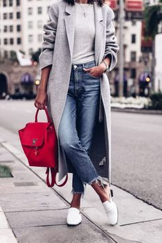 I love a casual look for fall. This outfit is great for running errands around town or meeting your girlfriends. Mode Outfits, Casual Outfits, Fashion Outfits, Fashion Ideas, Jeans Fashion, Gray Outfits, Denim Outfits, Dinner Outfits, Zara Fashion