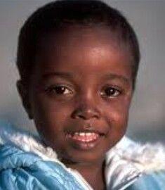 Dit is een foto van een kind uit afrika, Dit gebruik ik om op de onderkant van mijn boek te leggen. Dit stellen de mensen voor met honger.