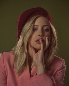 Lili Reinhart, Betty Cooper Riverdale, Cami Mendes, Riverdale Cast, Portrait Inspiration, Girl Crushes, American Actress, My Girl, Beautiful People
