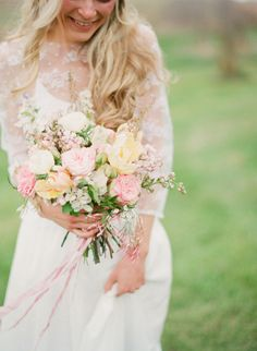 See wedding bouquet pictures,garden roses bouquet,garden roses wedding bouquet,english garden roses bouquets,garden roses bridal wedding bouquets Garden Roses Wedding, Garden Rose Bouquet, Rose Wedding Bouquet, Spring Bouquet, Wedding Flowers, Wedding Colors, Moonlight Couture, Brunch Wedding, Look Vintage
