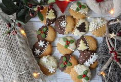 DÉDI FÉLE, AZONNAL PUHA MÉZESKALÁCS Christmas Mood, Xmas, Gingerbread Cookies, Christmas Cookies, Hungarian Cake, Biscuits, Cupcake Cookies, Cake Pops, Cake Decorating