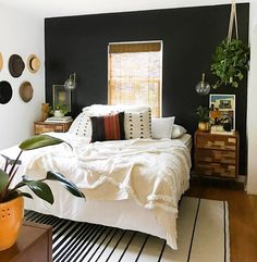 Stylish Black Accent Walls Bedrooms Ideas 20 3 - Home Interior and Design Black Accent Walls, Black Walls, Simple Bedroom Decor, Bedroom Ideas, Bedroom Designs, Bedroom Makeovers, Bedroom Inspiration, Design Living Room, Living Area