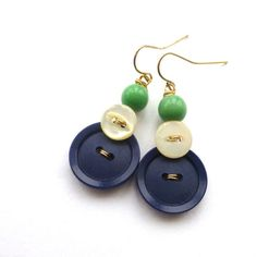 Navy Blue and White Button Dangle Earrings von buttonsoupjewelry, $9.00