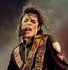 Agosto. 29, 1993. Michael Jackson durante su presentación en el estadio nacional de Singapoore    (AP Photo/C.F. Tham, file) AP