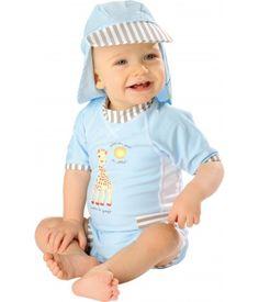 Ravissante combinaison anti UV pour bébé garçon, bleu ciel et rayures gris clair, avec motif Sophie la Girafe (R) devant.  Agréable à porter, douce au toucher, sèche vite. Idéale pour la baignade en bord de mer ou en piscine, ou pour protéger bébé du soleil quand il fait des pâtés de sable...  Collection Sophie la Girafe (R), MayoParasol 2012.  >> découvrez la casquette et le sac maillot mouillé sur www.mayoparasol.com  >> existe en rose pour les petites filles