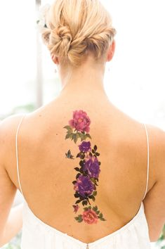 Floral tattoo as an accessory - really delicate and beautiful.