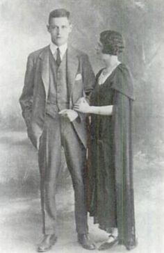 100 Jahre Büstenhalter: Harry und die Erfinderin des modernen Büstenhalters Caresse Crosby (wie sich Mary Phelps Jacob ab 1924 nannte) kurz nach ihrer Heirat in Paris. Mehr zum Jubiläum hier: http://www.nachrichten.at/nachrichten/society/Der-BH-wird-100-und-verdankt-sein-Dasein-grossen-Bruesten;art411,1303522 (Bild: Wikipedia)
