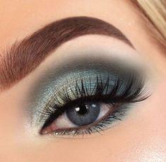 makeup with blue dress makeup kit makeup material name is e Blue Eye Makeup Blue Dress eye Kit makeup material Eye Makeup Blue, Natural Eye Makeup, Eye Makeup Tips, Smokey Eye Makeup, Eyeshadow Makeup, Makeup Brushes, Makeup Ideas, Makeup Remover, Makeup Kit