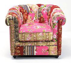 O patchwork é a união de tecidos de diferentes cores e estampas através da utilização de pespontos largos, mais conhecidos como quilt. As primeiras evidências do uso de patchwork datam de 3400 A.C.,