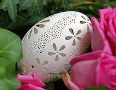 Eggshell of Polish goose handmade sculpted 82 transparent