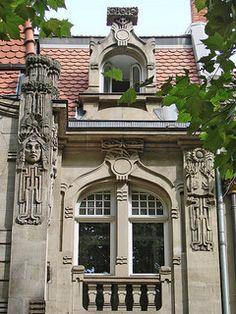 Façade d'un immeuble judendstil à Metz https://www.flickr.com/photos/dalbera/4959051567/in/set-72157624881951268