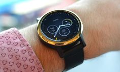 Latest round smartwatch from Motorola comes in more sizes and colours, lasts a good day with the screen on and takes standard watch straps