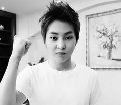 EXO Xiumin bw. His baozi face tho♥♥ fighting
