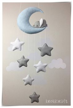 Sleepy elephant & stars baby nursery décor. Height of moon approx. 14 cm Drop of stars (from bottom of moon) approx. 30cm Perfect for nursery decor or to brighten up any room! All completely hand sewn by me, using wool blend felt and lightly stuffed. Ready to hang from a cot