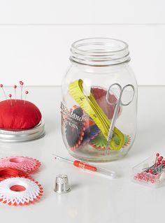 La trousse de couture dans un pot Mason | Simons Maison | Magasinez des Boîtes et Corbeilles de Rangement pour La Maison | Simons