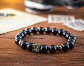 8 mm - Black onyx kralen rekbare armband met bronzen poker patroon kubus kraal, maakte om kralen armband, womens armband, heren armband