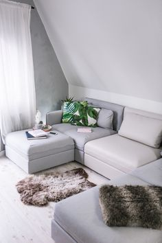 5 ideas to install a dressing room behind the headboard - My Romodel Room, Apartment Design, Dream Living Rooms, Ikea Home, Vallentuna, Ikea Couch, Living Room Design Modern, Tidy Room, Ikea Sofa