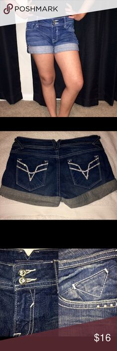 "Vigoss Chelsea Sport Denim Shorts 28 6 Bling Vigoss Chelsea Sport Denim Jean Shorts 28 6 Pocket Bling Buttons 3"" Style details:  The Chelsea sport  bling clear crystal buttons/rivets back pockets with design and bling  5 pockets, belt loops, double buttons, zipper 3 inch length 98% cotton 2% spandex  stretch denim; machine wash American Eagle Outfitters Shorts Jean Shorts"