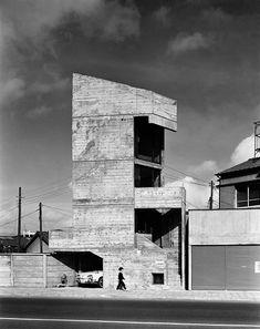東孝光『塔の家』 1966年 撮影:村井修