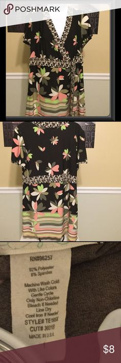 Women's dressy shirt size 1X Maurice's exc. cond. This is a very nice dressy top in excellent condition.  Free from any rips tears stains or discoloration and comes from a smoke free home.  Buy with confidence I am a top rated seller, mentor, and fast shipper.  Bundle and save 15%. Thank you Maurices Tops Blouses